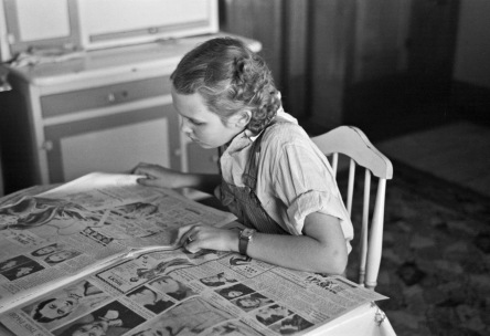 russell-lee-rustans-daughter-reading-a-sunday-paper-rustan-brothers-farm-near-dickens-iowa-1936