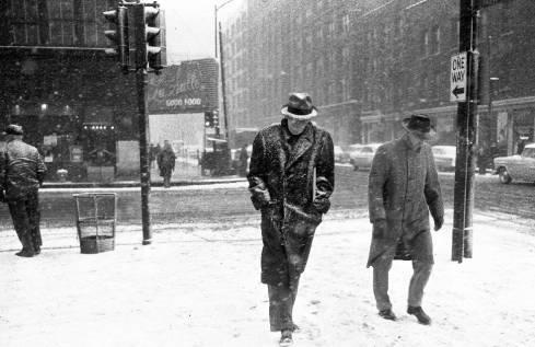 photo-chicago-snow-storm-men-walking-lasalle-restaurant-background-1958