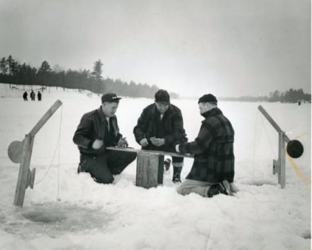 vintage-ice-fishing