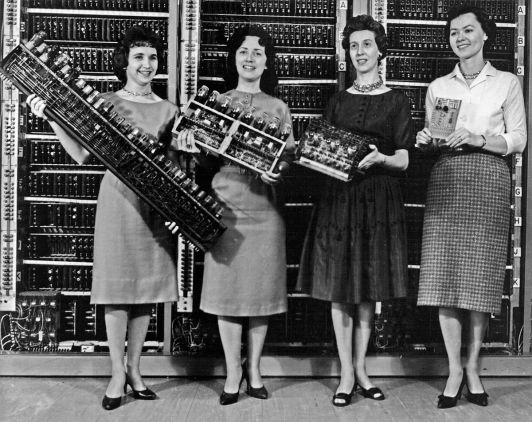 Women_holding_parts_of_the_first_four_Army_computers