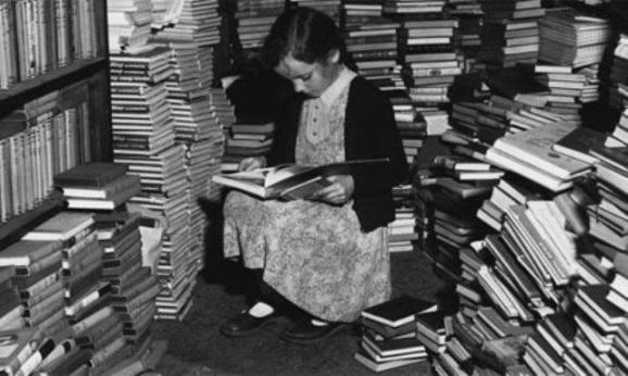 Little-girl-reads-in-book